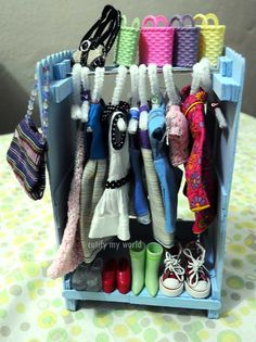 Super cute idea - can easily be made for Monster High dolls too :D cutify my world: Wednesday Blythe - Dress Rack and Hangers DIY