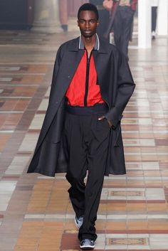 See all the Collection photos from Lanvin Spring/Summer 2015 Menswear now on British Vogue Fashion Week Hommes, Mens Fashion Week, Fashion 2017, Fashion Show, Fashion Design, Male Fashion, Paris Fashion, Lanvin, Vogue Paris