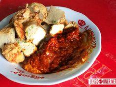 Batagor Abuy  Jl. Lengkong Besar, Bandung, West Java One Day Trip, Places To Eat, Java, Tofu, Cauliflower, Chicken, Vegetables, Cauliflowers, Day Trips