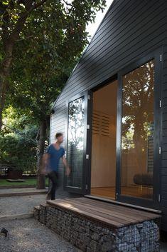Gallery of Glass Link House / Robbie Walker - 15