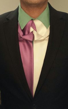 THE GEMINI KNOT (BY BORIS MOCKA AKA THE JUGGER KNOT) Necktie Knots, Scarf Knots, Different Tie Knots, Tie Knot Styles, Fancy Tie, Dress For Success, Neckties, Suit And Tie, Gentleman Style