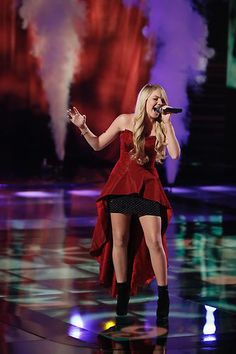 Danielle Bradbery #VoiceTop6  GO DANIELLE GO!!!  Hope she'll win, she's hot an amazing voice. I love her. She reminds me of Lindsay Lohan when she was younger. :D  \µ/—>X)
