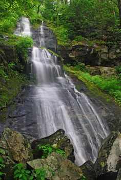 Stunning 5 Smoky Mountain Hiking Trails with Cascades - Amazing Stories Mountain Trails, Mountain Hiking, North Carolina Hiking, Great Smoky Mountains, Hiking Trails, Travel Destinations, National Parks, Amazing, Pictures