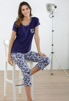 PIJAMA MUJER PANTALÓN PIRATA ESTAMPADO Best Pajamas, Summer Pajamas, Pyjamas, Pijamas Women, Plus Size Pajamas, Cute Sleepwear, Night Suit, Womens Dress Suits, Pajama Outfits