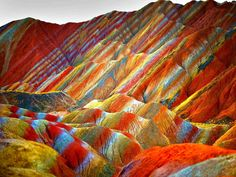 These stunning official images of China's Rainbow Mountains show rock formations that actually exist right here on Earth. These colorful mountains are part of the Zhangye Danxia Landform Geological Park in Gansu, China Rainbow Mountains China, Colorful Mountains, Zhangye Danxia Landform, Formations Rocheuses, Guilin, Natural Phenomena, Places Around The World, Natural Wonders, Wonders Of The World