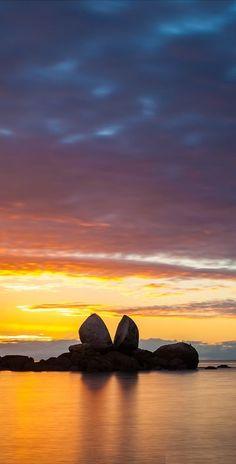 Split Apple Rock at sunset - NZ