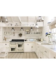 Buy Smeg Victoria Range Cooker with Induction Hob, Wide, Cream from our Cookers range at John Lewis & Partners. Shabby Look, Shabby Chic Stil, Shabby Vintage, Vintage Stil, Easy Kitchen Updates, Updated Kitchen, Smeg Kitchen, Kitchen Cabinets, Smeg Fridge