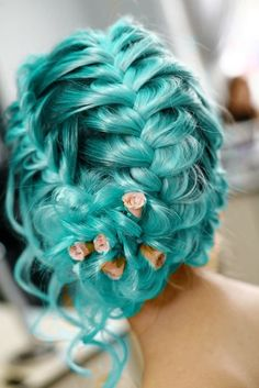 I love the style!!! Especially with the flowers. ♥ Not too keen on the color, though.