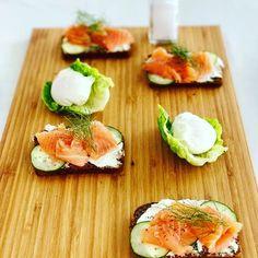 Smoked Salmon Sandwich, Avocado Egg, Sushi, Sandwiches, Breakfast, Ethnic Recipes, Food, Morning Coffee, Essen