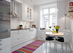 5 Pocket-Friendly Tips to Create a Gorgeous Scandinavian Kitchen - Home Design and Decor L Shaped Kitchen Designs, New Kitchen Designs, Scandinavian Kitchen, Scandinavian Interior, Kitchen Dining, Kitchen Decor, Cosy Kitchen, Space Kitchen, Kitchen Drawers