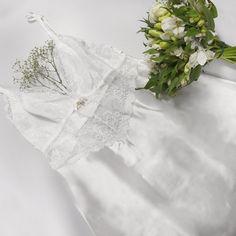 A noite de núpcias vai ficar mais elegante e sexy, em modelos confortáveis e lindos. Feito de cetim com detalhes em renda, a camisola traz toda a tendência atual para a noite mais especial!