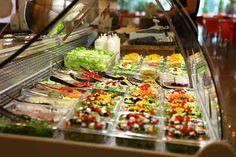 Salad Box, un lanţ românesc de restaurante specializat în vânzarea de salate se va extinde cu noi restaurante în Miami si Londra. Miami, Table Settings, Box, Restaurants, Salads, Snare Drum, Place Settings, Boxes