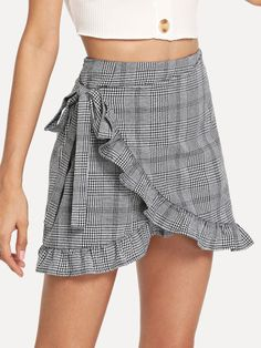 To find out about the Frill Trim Knot Side Plaid Wrap Skirt at SHEIN, part of our latest Skirts ready to shop online today! Fall Fashion Skirts, Look Fashion, Fashion Dresses, Womens Fashion, Mode Outfits, Skirt Outfits, Diy Vetement, Chor, Mode Style