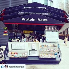 PROTEIN HAUS THE BABY No1 kiosk in Canary Wharf opened just under a year ago. Our outside kiosk sells a smaller range of meals and shakes the kiosk brings you daily hot fitness food too! protein pancakes hot eggs protein porridge and the staff out there are amazing! Go say hi to them.  #proteinhaus #canarywharf #london by proteinhausuk