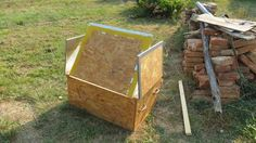 Create a few flaps on the wooden case. Solar Oven Diy, Diy Solar, Solar Stove, Scrap Material, Wooden Case, Making Out, Summertime, Make It Yourself, Lunches