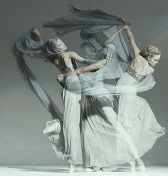 100 Beautiful Ballet Photoshoots - From Black Swan-Inspired Frocks to Prancing Mod Editorials (CLUSTER)