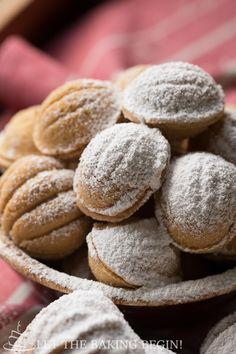 Walnut Shaped Cookies w/ Dulce de Leche Filling (Oreshki) - traditional holiday cookies that both adults and kids absolutely love! by Let the Baking Begin! Ukrainian Recipes, Croatian Recipes, Russian Recipes, Easter Cookies, Holiday Cookies, Russian Cookies, Hungarian Cookies, Delicious Desserts, Dessert Recipes