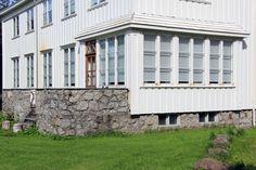 Arkitekturguide for Nord-Norge og Svalbard Garage Doors, Outdoor Decor, Home Decor, Photo Illustration, Decoration Home, Room Decor, Interior Design, Home Interiors, Interior Decorating