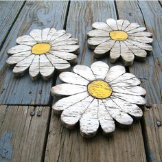 Daisies Wooden Shabby Chic Set of 3 Boho Garden Flower – In-house Factory Shabby Chic Bedrooms, Shabby Chic Homes, Green Plywood, Pine Plywood, Daisy Love, Wood Flowers, Large Flowers, Garden Crafts, Yard Art