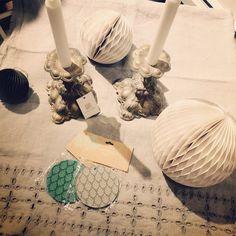 Duka upp ett magiskt julbord med duk och ljusstakar från #olssonochjensen och pynta lite extra med pappersbollar från #housedoctor och varför inte göra bordsplaceringar av fina presentetiketter från #bungalow ? Allt finns hos oss på K&Us! Välkommen in! #juldukning #kandus_stockholm #dukning #juldukning #ljusstake #julfint #slowfashion #naturmaterial #götgatsbacken #hornsgatan #lin #ull
