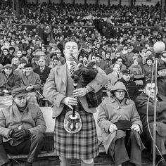 France-Ecosse 1963 - La cornemuse peut raison dans les travées de Colombes en ce jour de victoire pour le XV d'Ecosse face au XV de France (11 à 6).