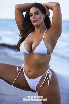 See all the photos of Ashley Graham from the 2018 Sports Illustrated Swimsuit issue. See Ashley Graham in Nevis. Sexy Bikini, Bikini Modells, Bikini Babes, Ashley Graham, Sports Illustrated, Playboy, Mannequins En Bikini, Photos Free, Mädchen In Bikinis