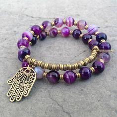 pulseras de plata, piedras preciosas violetas, símbolo de protección
