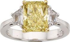 Fancy_Yellow_Diamond__Diamond