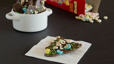 NEW Lucky Charms Chocolate Bark - Who says cereal is just for breakfast? In honor of National Cereal Day (and St. Pat's is coming up!), we're using Lucky Charms and chocolate to make a delicious quick-fix dessert. Lucky Charms Treats, Lucky Charms Cereal, Fun Easy Recipes, Candy Recipes, Yummy Recipes, Yummy Food, Fudge, Pillsbury Recipes, Bark Recipe