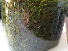 Havunneulasista tehty jalkarasva:  Havunneulasia pilkotaan ja päälle kaadetaan oliiviöljyä niin, että neulaset peittyvät. Annetaan muhia 3 viikkoa välillä sekoittaen. Siivilöidään. 22g mehiläisvahaa sulatetaan yhtä desiä suodatettua öljyä kohden. Ainekset sekoitetaan lämmittäen niin, että ainekset sekoittuvat. Purkitetaan.  Mäskistä voi tehdä jalkakylvyn: Neulasmössön päälle kaadetaan kiehuvaa vettä ja haudutetaan jalkakylvyksi. Koska öljy on mukana, sitä saa laimentaa melkoisesti.