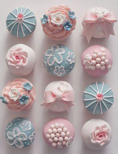 Vintage cupcakes for my advanced decoration class.