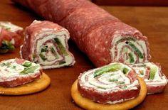 Salámové jednohubky s tvarohem a zelenou paprikou. Vhodné na chlebíček nebo na krekry. Dobrou chuť!