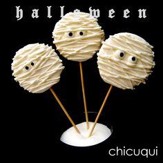 Galletas sin gluten decoradas con palito con forma de momia para Halloween