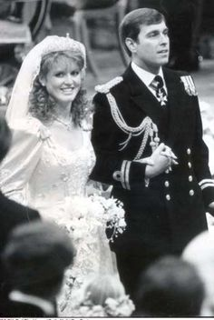 July 1986 ~ TRH Prince Andrew, Duke of York and Sarah Ferguson, Duchess of York are pictured as husband and wife in Westminster Abbey in London, England. Sarah Ferguson, Lady Diana, Sarah Duchess Of York, Duke And Duchess, Duchess Kate, Windsor, Prince Andrew, Royal Brides, Royal Weddings