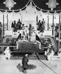 The Nizam of Hyderabad pays homage to the king and queen at the Delhi Durbar.  Image: Print Collector/Getty Images   www.indipin.com #indipin