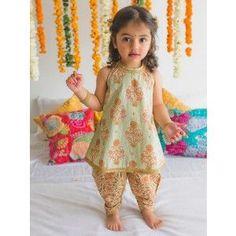 Kids Dress Wear, Kids Gown, Dresses Kids Girl, Kids Outfits, Kids Indian Wear, Kids Ethnic Wear, Indian Clothes For Kids, Indian Baby Girl, Baby Girl Frocks