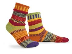 Mismatched Socks - Daffodil Life's too short to wear matching socks! Get something fun for your feet with these colorful, multi-patterned, mismatched socks. Funky Socks, Crazy Socks, Colorful Socks, Silly Socks, Solmate Socks, Matching Socks, Cotton Socks, Daffodils, My Style