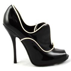 #GUCCI #elegant pumps #blackandwhite style #classic found at#shopatvoi $690.00 now!