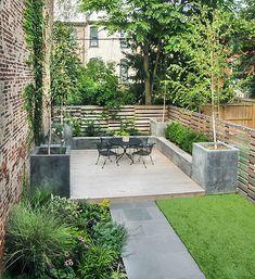 Likes: concrete planters, vines on fence, lush plant bed (bottom left), raised deck. Urban Garden Design, New York Landscape, Landscape Design, Townhouse Garden, Decking Area, Small Space Gardening, Concrete Planters, Building A Deck, Outdoor Decor
