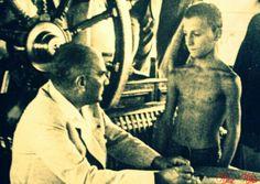 Atatürk'ü görmek için yüzerek O'nun vapuruna gelen bir çocuk...