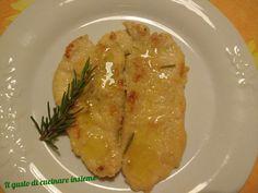 Ciao a tutti! Iniziamo subito con un secondo e un contorno molto leggeri: petto di pollo infarinato e zucchine grigliate..