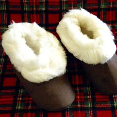 Warm, soft and cozy.  Our alpaca fur slippers are so welcoming, you will find any reason to always have the warmth wrapped around your feet. 100% pure alpaca fleece around the ankle with sheep skin interior sole cushioning for superior softness and warmth.