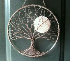 Soothing Tree Wire Tree of Life Wall Hanging by HomeB .- Beruhigender Baum Draht Baum des Lebens Wandbehang von HomeBabyCrafts Soothing Tree Wire Tree of Life Wall Tapestry by HomeBabyCrafts - Wire Trees, Creation Deco, Wire Crafts, Moon Crafts, Beads And Wire, Wire Art, Dreamcatchers, Moon Dreamcatcher, String Art