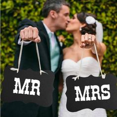 "Trouwen - Wedding signs ""Mr."" and ""Mrs"" Black color - Een uniek product van OhHappyDog op DaWanda"