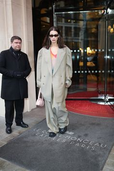 Runway Magazine, Star Clothing, Bella Hadid Style, Models Off Duty, Gianni Versace, Celebs, Celebrities, Playing Dress Up, Street Style