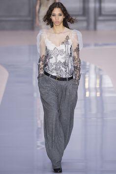 #Chloé   #fashion  #Koshchenets Chloé Fall 2017 Ready-to-Wear Collection Photos - Vogue