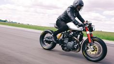 Sacha Lakic y su Honda CX500 Cafe Racer #motorcycles #caferacer #motos | caferacerpasion.com