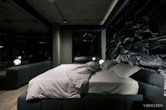 What you can do about bachelor pad bedroom masculine interior beds starting Interior Design Studio, Home Interior, Interior Design Living Room, Living Room Designs, Living Rooms, Bedroom Red, Home Decor Bedroom, Modern Bedroom, Bedroom Ideas