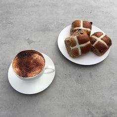Sunday morning, coffee, hot cross buns and Neolith Beton. Very nice. #cdkstone #happyeaster #designinspiration #neolith #neolithbeton #sinteredcompactsurface #extraordinarysurface #stainresistant #scratchresistant #heatresistant #coldresistant #resistantt
