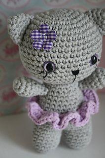 free pattern Amigurumi cat - Knitting and Crochet Chat Crochet, Crochet Socks, Crochet Patterns Amigurumi, Crochet For Kids, Free Crochet, Knitting Socks, Crochet Crafts, Crochet Projects, Crochet Ideas